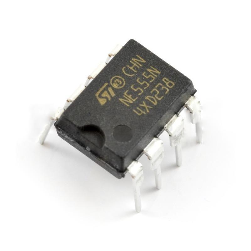 NE555 - universal timing integrated circuit - THT