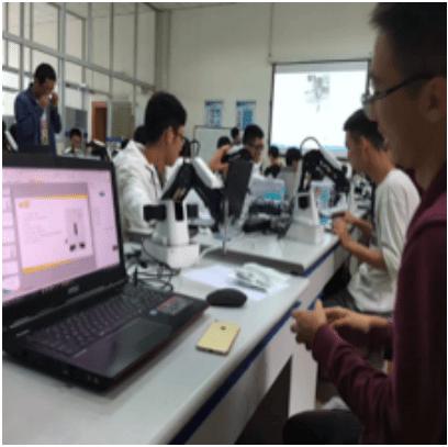 Dobot Magician na Uniwersytecie Jiaotong w Szanghaju