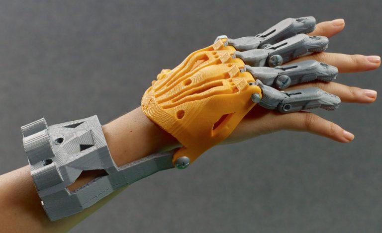 Ramię cyborga - zabawka, sprzęt do pracy, a może inżynieria biomedyczna? Z drukiem 3D możliwe jest wszystko.