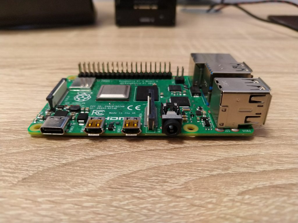 Porty microHDMI minikomputera Raspberry Pi 4B.