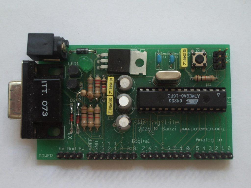 Wiring Lite jeden zpierwszych prototypów Arduino