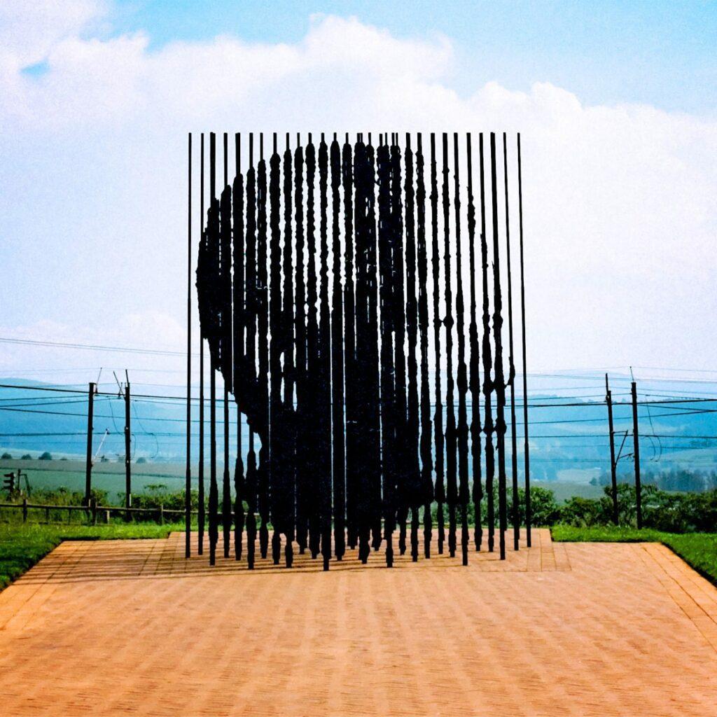 Efekt Mandeli - rzeźba Nelsona Mandeli