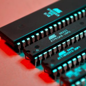 Mikrokontrolery AVR - okładka artykułu Botland Blog