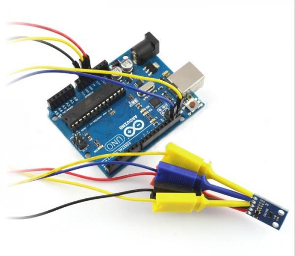 Czujnik natężenia światła BH1750 podłączony do Arduino Uno.