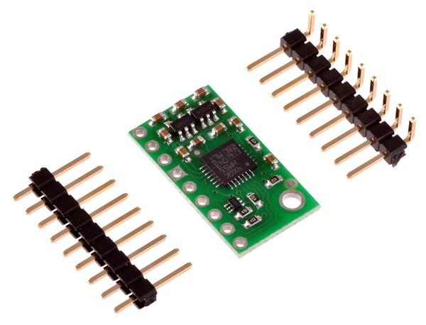 Trzyosiowy akcelerometr ze złączami dołączonymi do zestawi