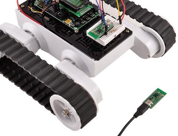 Robot z bezprzewodowym modułem programowalnym